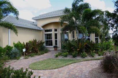 Photo credit: UF/IFAS Florida-Friendly Landscaping™ Program - Florida Friendly Landscaping: The Misconception Clayton & Mcculloh